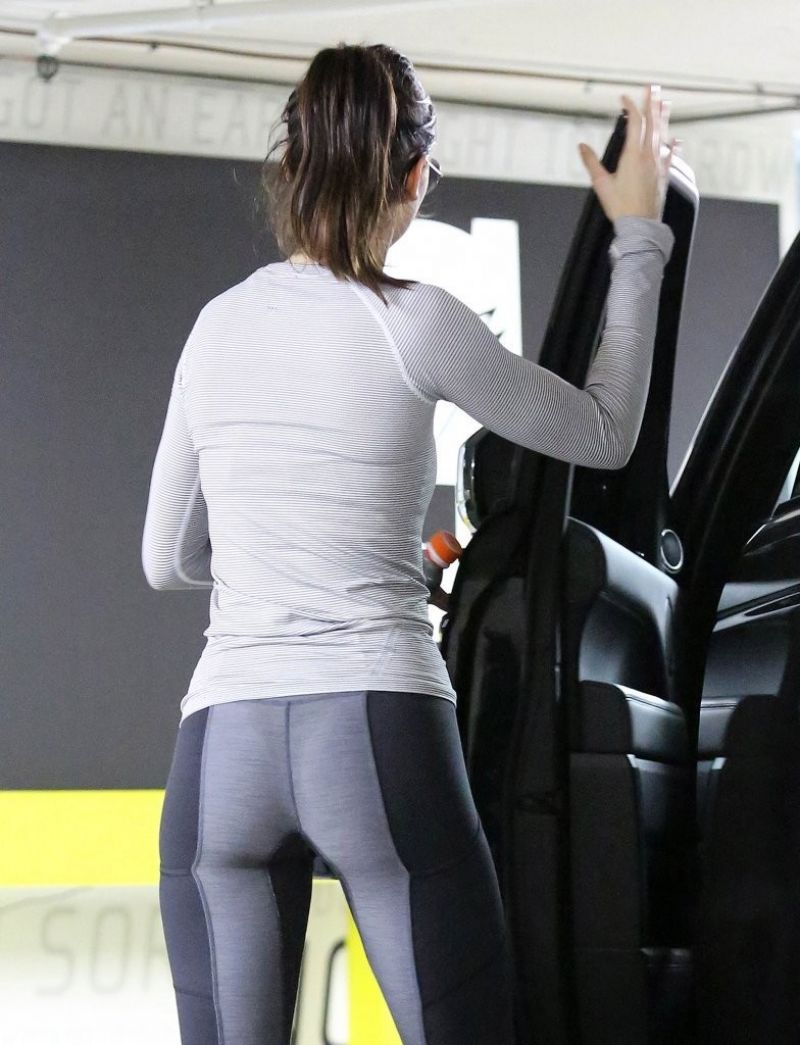 kendall-jenner-leave-the-gym-in-beverly-hills_3